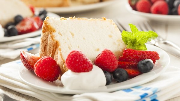 Angel Cake with Berries and Cream