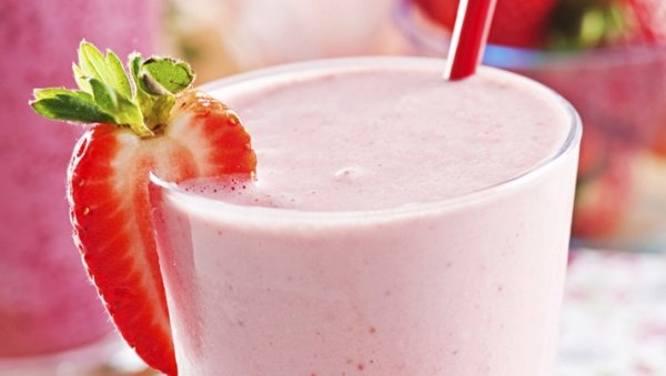 banana strawberry licuado smoothie made with LACTAID®